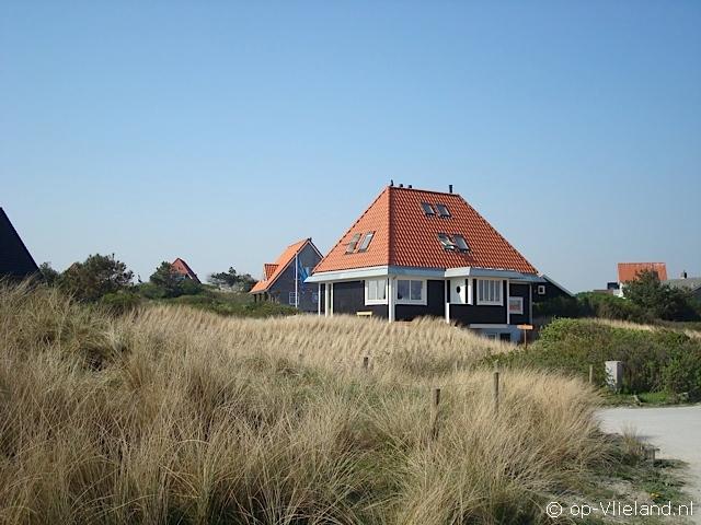 Ut en Thús, 6-8 persoons vakantiehuis met houtkachel in de duinen bij het strand